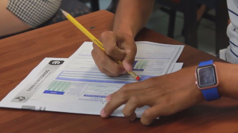 300 aspirantes con capacidades diferentes realizan examen CENEVAL