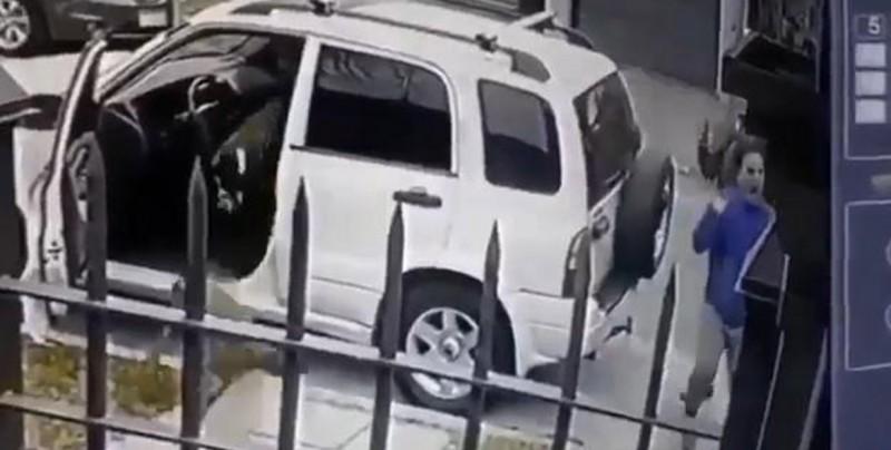 VIDEO: Hombre se salva de ser asaltado gracias a sus perros