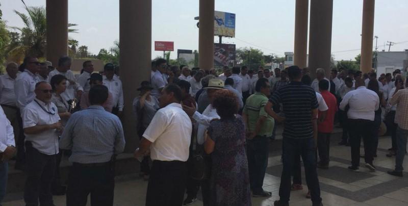 Taxistas realizan manifestación en protesta por la competencia desleal de las aplicaciones