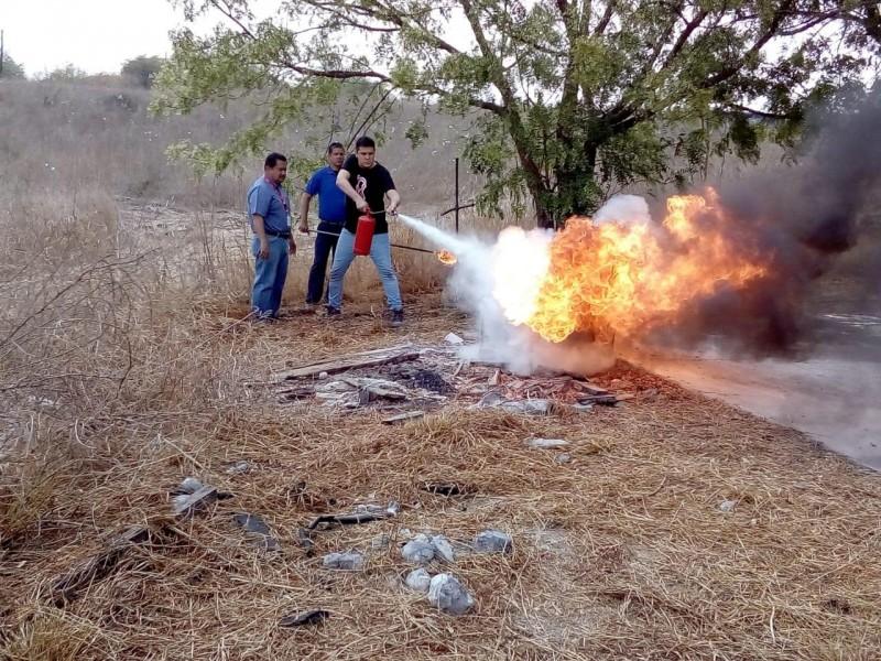 Capacitan a brigadistas del combate de incendios