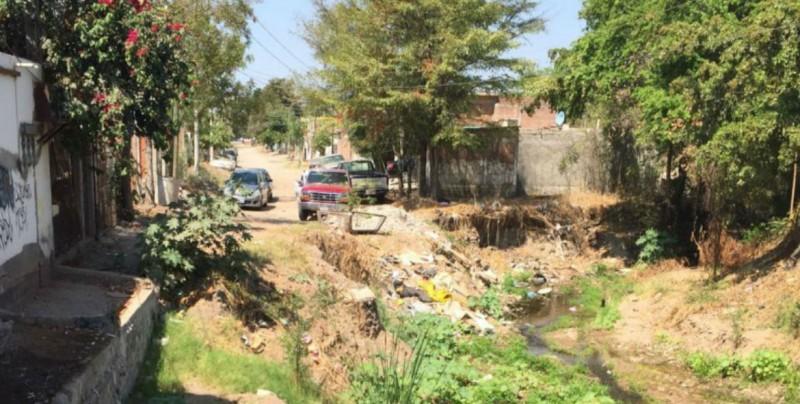 Sigue la limpieza de arroyos en Culiacán