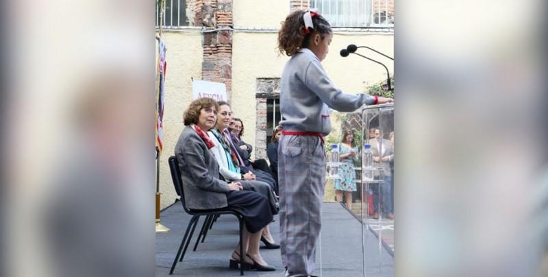 Uniforme neutro va dirigido a las niñas, afirma SEP