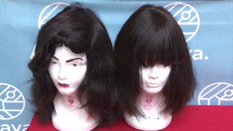 Trabajan con el corazón al convertir su talento en pelucas oncológicas