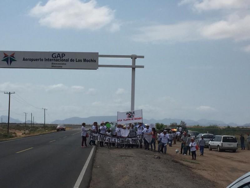Con reclamos y protestas reciben a AMLO en Los Mochis