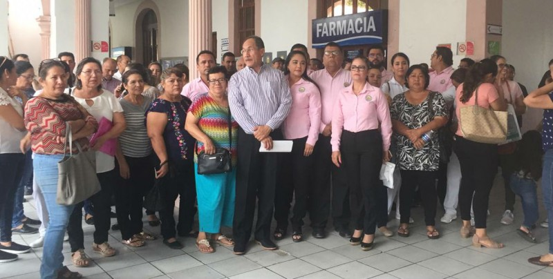 Realizan plantón en el Hospital Civil de Culiacán