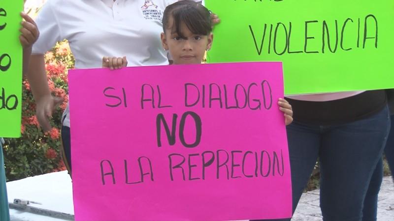 Protestan vendedores ambulantes contra las decisiones prepotentes del alcalde Estrada Ferreiro