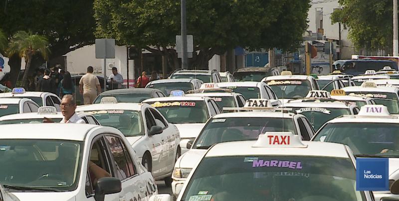 Cientos de taxistas se manifestaron este lunes en Ciudad Obregón