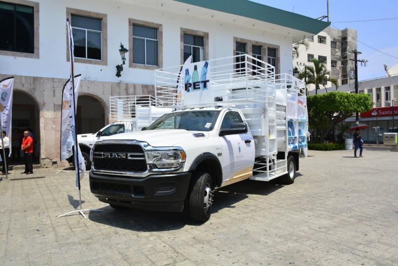 Llegan los primeros dos camiones recolectores de basura a Mazatlán