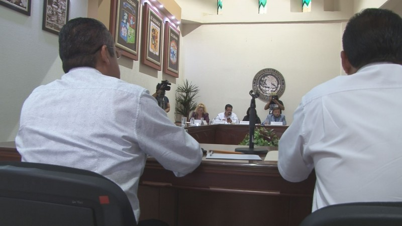 Comparece ante diputados alcalde de Rosario