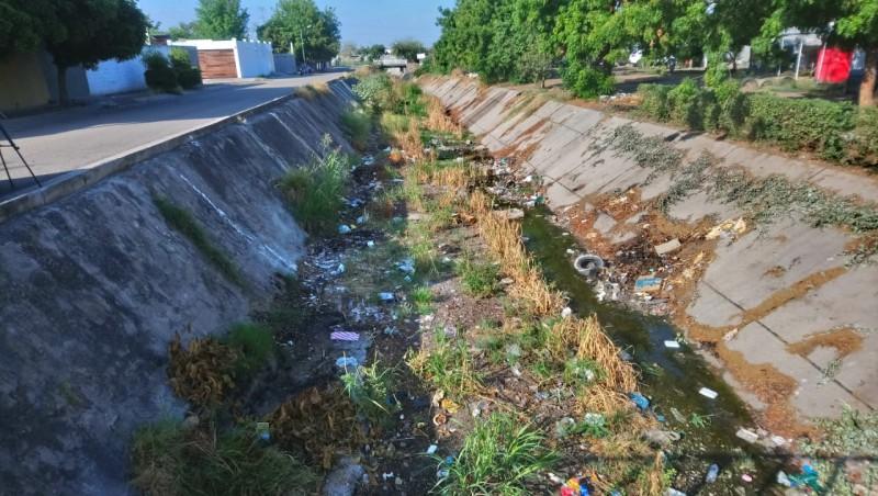 Sin atender el llamado de la limpieza del arroyo en Villa Bonita