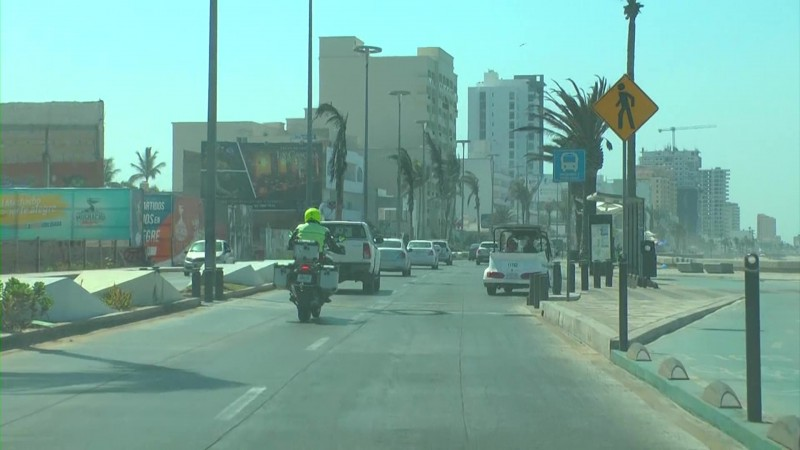 Convierten avenidas en pistas de carreras en Mazatlán