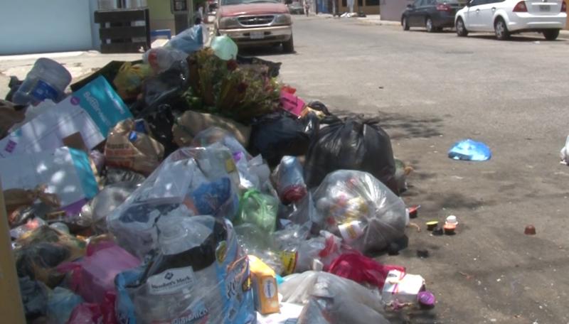 Continua el Infonavit Playas con problemas de recolección