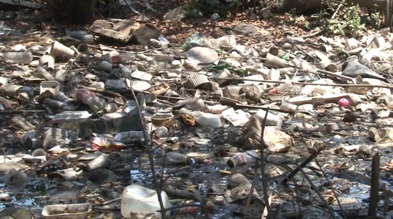 Incontables toneladas de basura alberga canal de colonia Azteca y Loma Atravesada