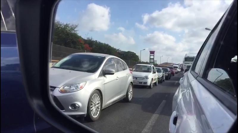Accidente provoca largas filas de vehículos en el libramiento Colosio