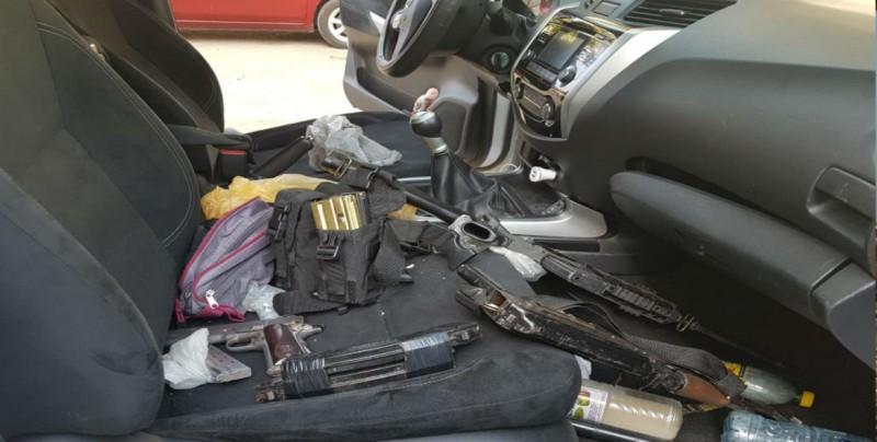 Detienen a tres personas con armas de fuego y recuperan vehículo robado en Mazatlán