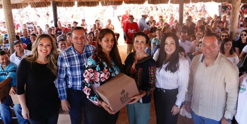Entregan  apoyos alimenticios a familias de pescadores