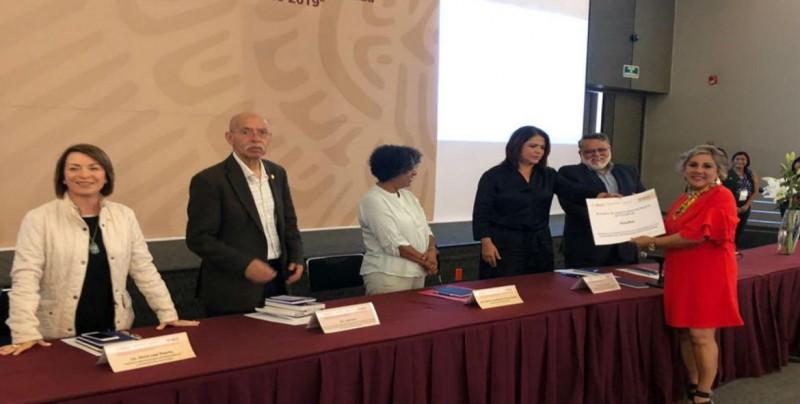 Alejandra Vellatti  recibió el reconocimiento del componente número tres de Gestión Operativa