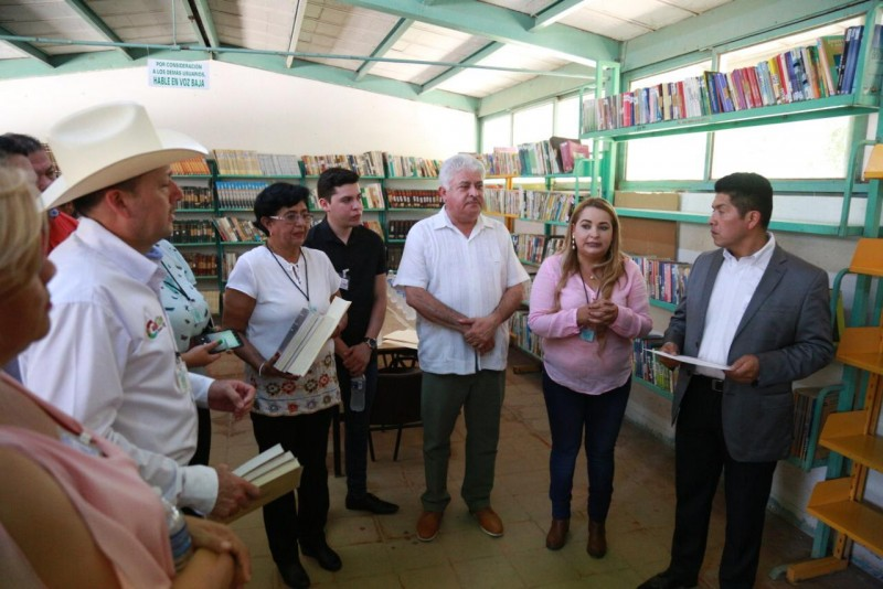 Donan libros al  Centro Penitenciario de Aguaruto