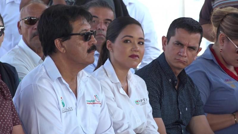Saca el Alcalde a funcionarios de sus oficinas para 'Lunes Cívico'