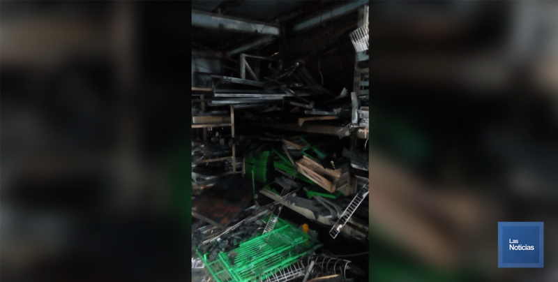 Humo en centro comercial hace actuar a Bomberos y Protección Civil