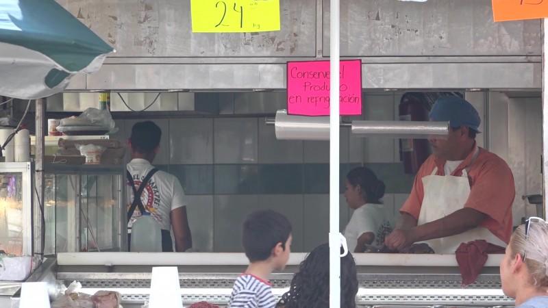 Violan sellos de suspensión y reabren carnicería en Villa Unión