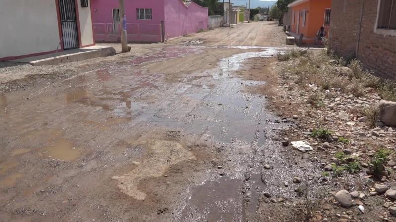 'Brotan' fugas de agua alrededor de obra recién inaugurada