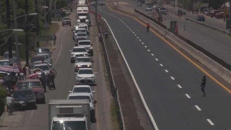 Se genera un caos vial en el Campo El Diez por obras de reencarpetado en el tramo de la autopista Culiacán-Costa Rica