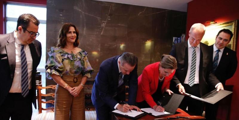 Firman  Memorándum de Entendimiento entre Gobierno de Sinaloa  y Gran Bretaña