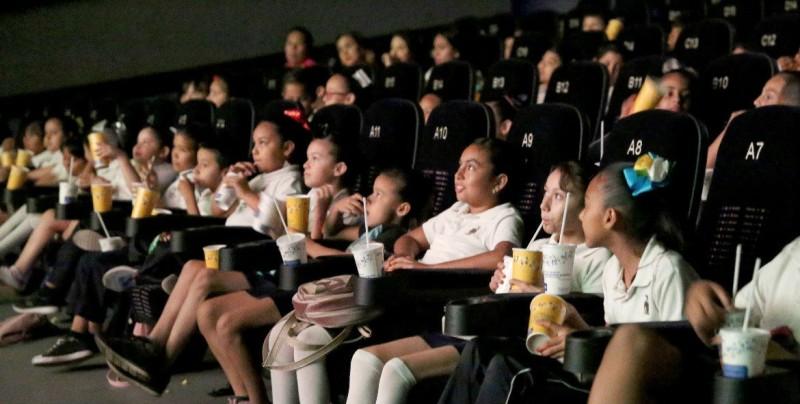 DIF Sinaloa lleva a niños de primaria al cine