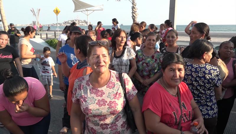 Se manifiestan desplazados para exigir viviendas