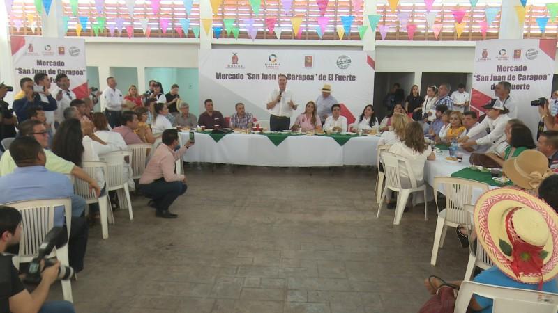 Gobernador se compromete con comerciantes de El Fuerte