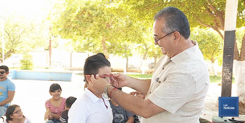Niños estudiantes fueron beneficiados con lentes