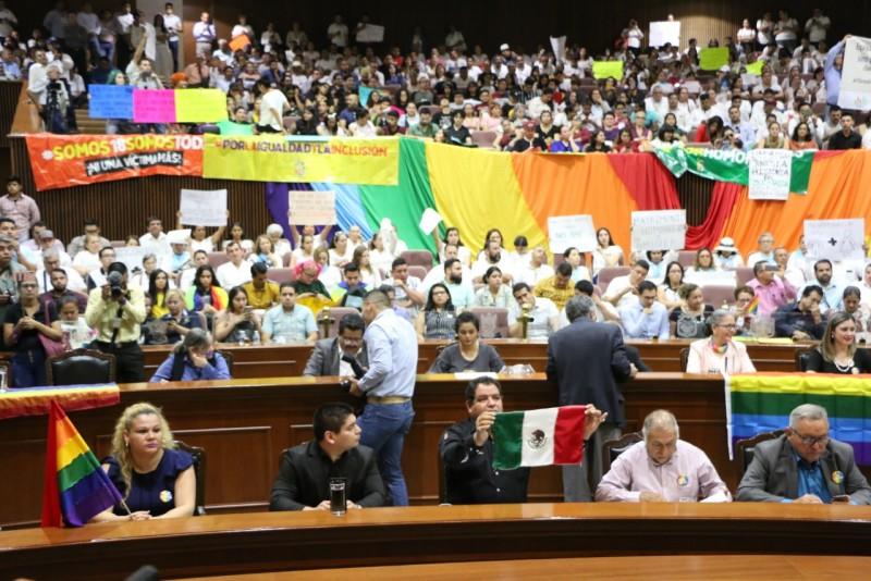 """Toman """"distancia"""" diputados de MORENA que votaron en contra de matrimonio igualitario"""