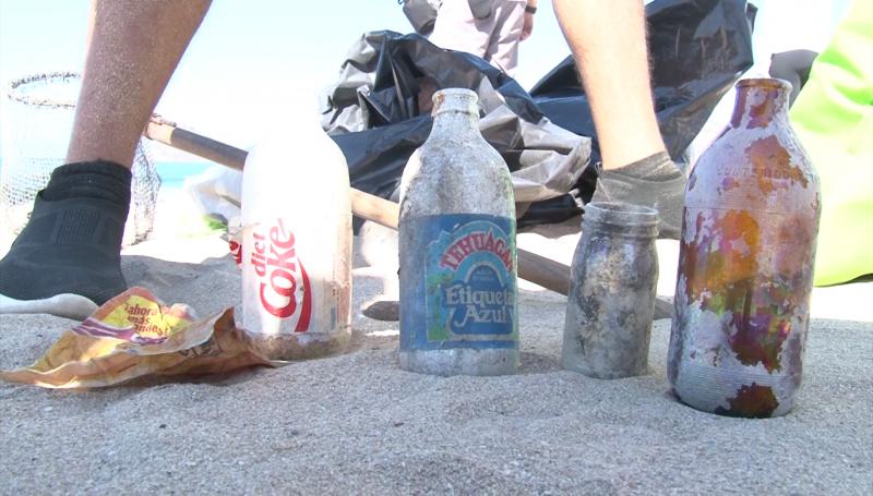 Encuentran envases de alrededor de 20 años en playas