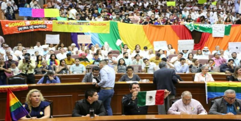 Será la comisión de honor y justicia quien determine la situación de los diputados de Morena