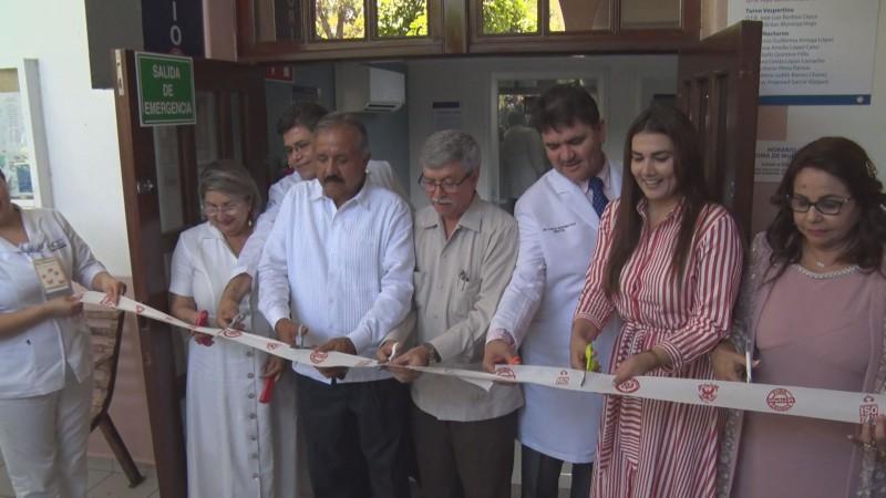 Inauguran laboratorio de análisis clínicos del HC y entregar certificados
