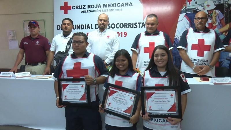 Reconocen a socorristas de la cruz roja