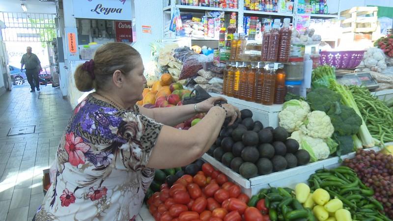 Se sigue vendiendo el aguacate a pesar del alto costo