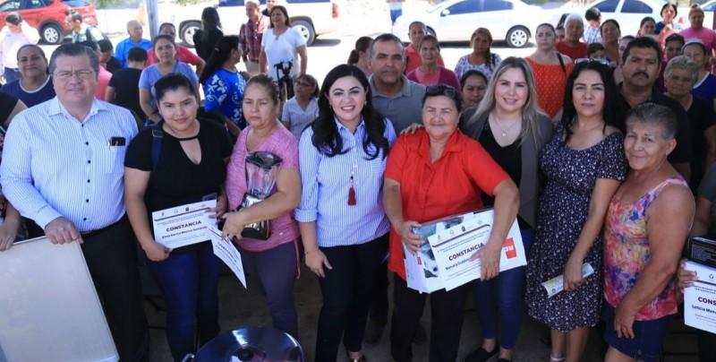 """SEDECO  entrega equipamiento del programa """"Sinaloenses Productivos"""""""