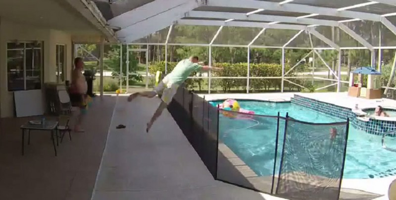 VIDEO: Así reaccionó este padre al ver que su hijo se ahogaba