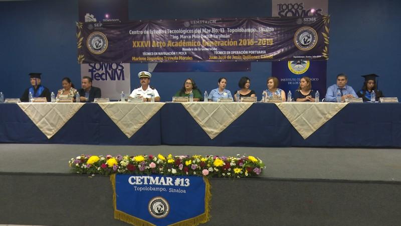 Se gradúan alumnos del CETMAR