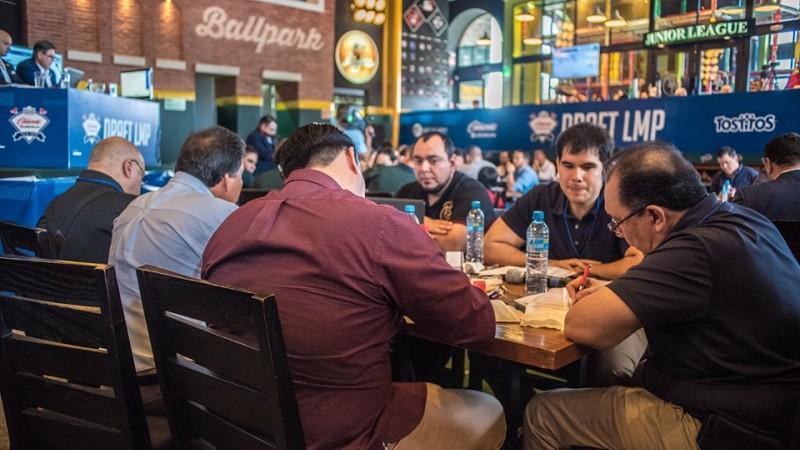 Tomateros adquiere 12 jugadores nacionales y un extranjero en el Draft de la LMP