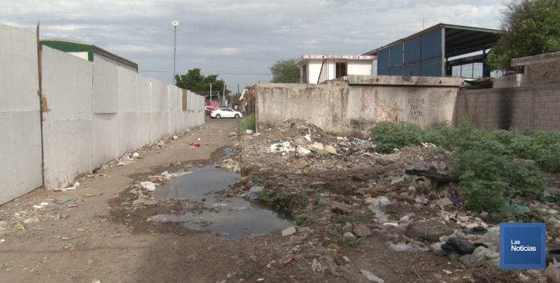Convertido en un basurero, el callejón 200 entre Quintana Roo y Yucatán