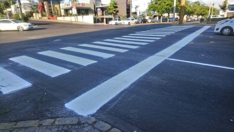 Pintan cruce peatonal por la Álvaro Obregón