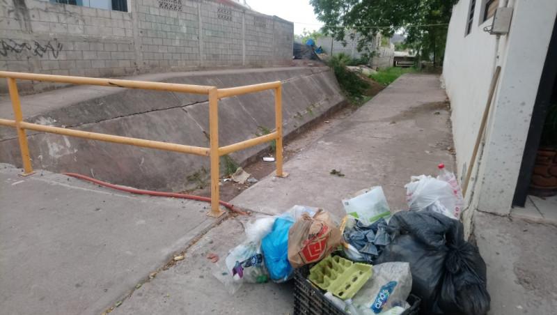 Con mucha basura el Sector Villa Fontana