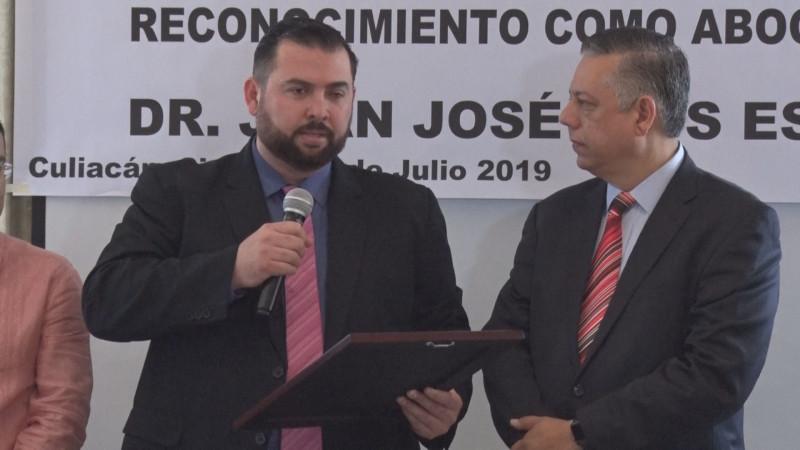 Abogados reconocer a Juan José Ríos Estavillo por su trayectoria