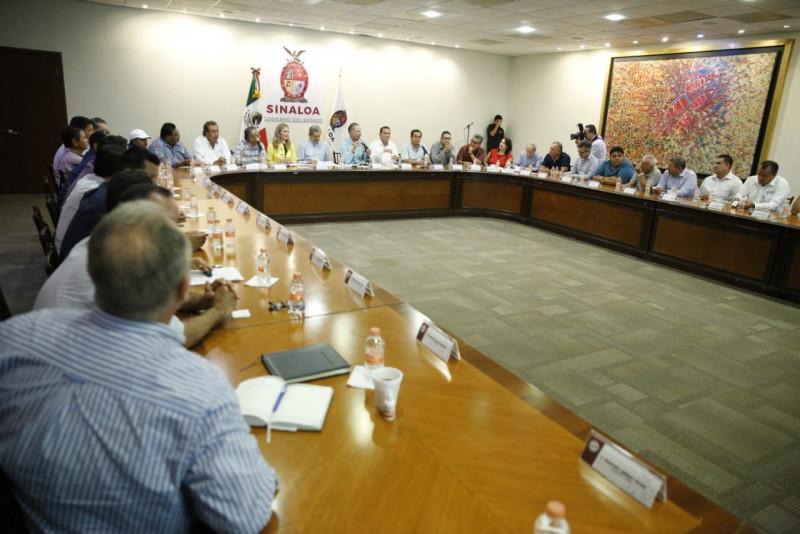 Gestiona Quirino Ordaz apoyos para el sector acuícola de Sinaloa
