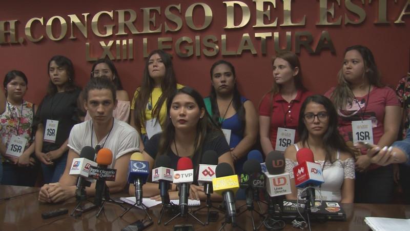 Denuncian estudiantes que no han recibido las becas Benito Juárez