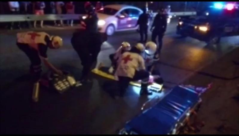 Muere motociclista que derrapó y perdió un brazo en el puente superior