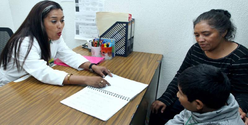 IMSS brinda terapia por trastorno de lenguaje
